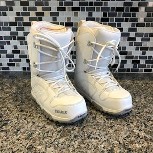 Women's Thirty Two Snowboarding boots size 9